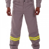 calça de brim uniforme São Lourenço da Serra