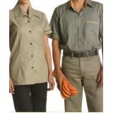 calça de uniforme de brim